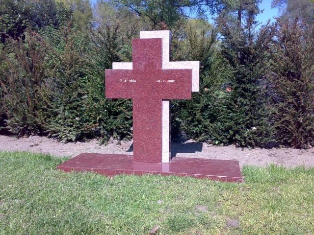Staande grafsteen kruis