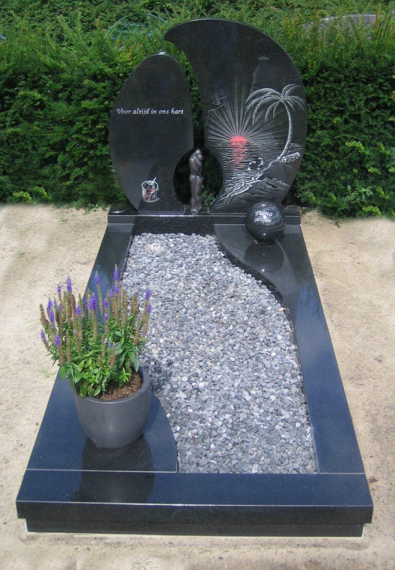 Grafsteen zwart met grind en palmboom